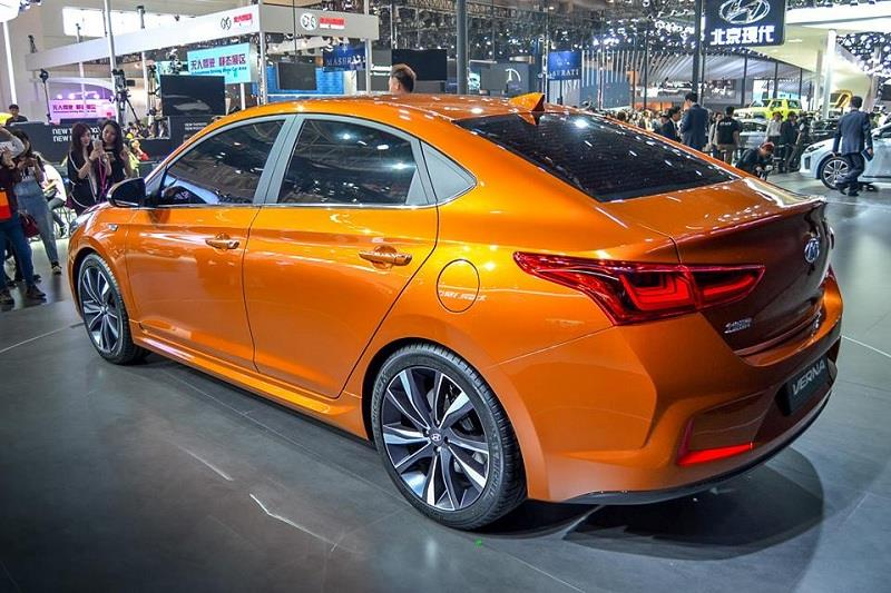 Hyundai-Verna-Solaris3